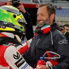 Schumacher vince ancora ed allunga
