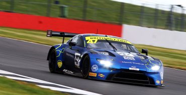 Silverstone, Novalak storms to victory