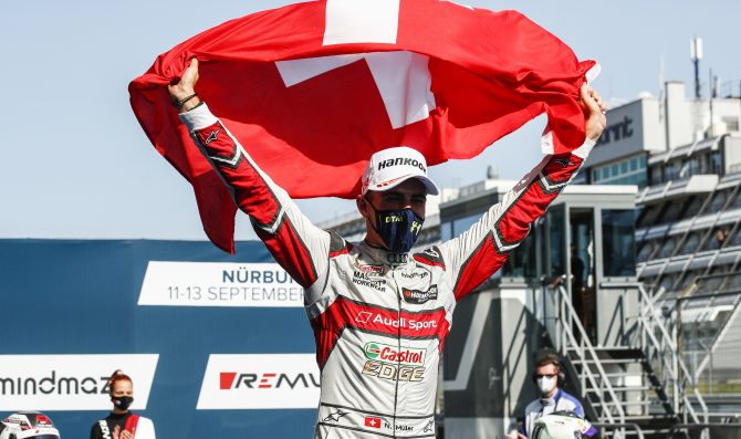 Muller takes lights-to-flag win