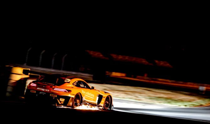 Stolz e Engel dominano nella night race