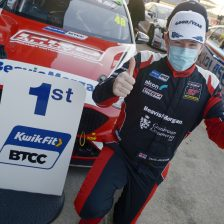 Sutton maintains BTCC lead