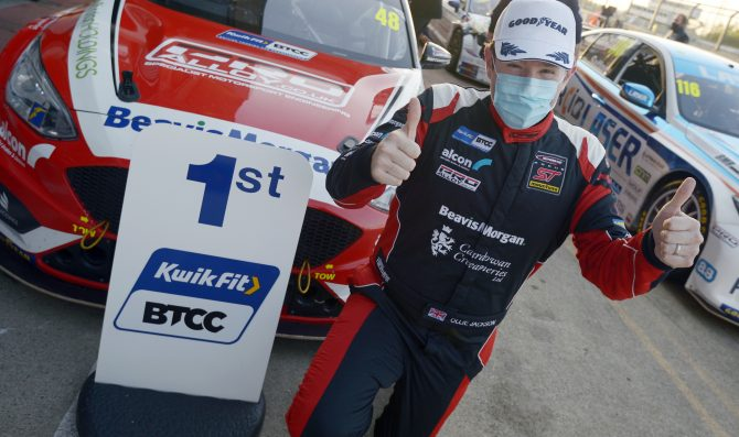 BTCC: Sutton sempre leader