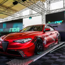 Tolti i veli all'Alfa Romeo Giulia ETCR