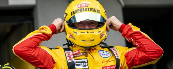 Coronel claims first pole